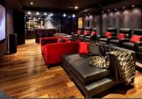 Já pensou em ter uma sala de cinema em casa? Veja alguns exemplos inspiradores!