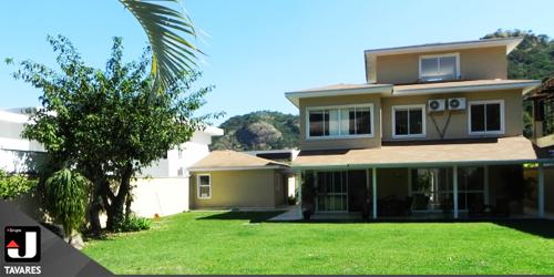 Casa triplex no condomínio Reserva do Itanhangá fica na subida do Alto da Boa Vista