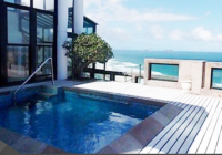 Cobertura duplex em prédio de luxo, em frente à praia da Barra da Tijuca