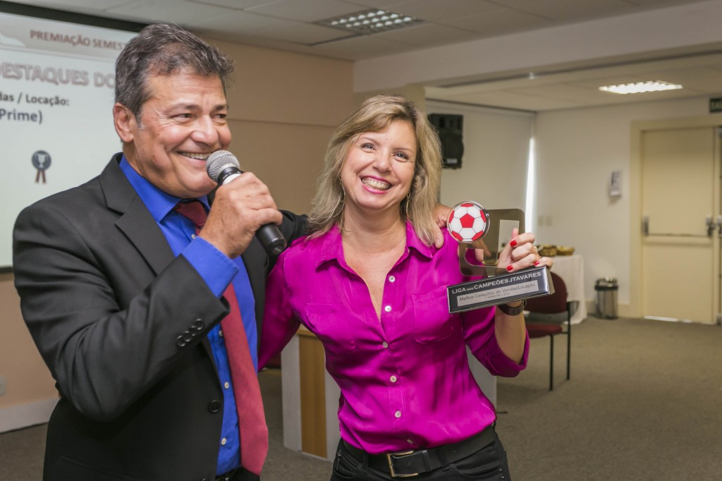 Claudia Barros (Equipe Prime): Destaque do 1º Semestre como Melhor Consultora de Vendas do Grupo JTavares.
