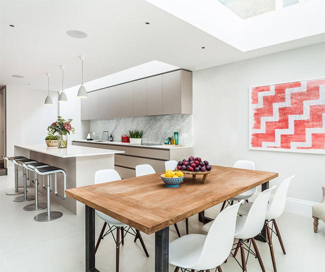 2-sala-jantar-integrada-cozinha-cadeiras-charles-eames