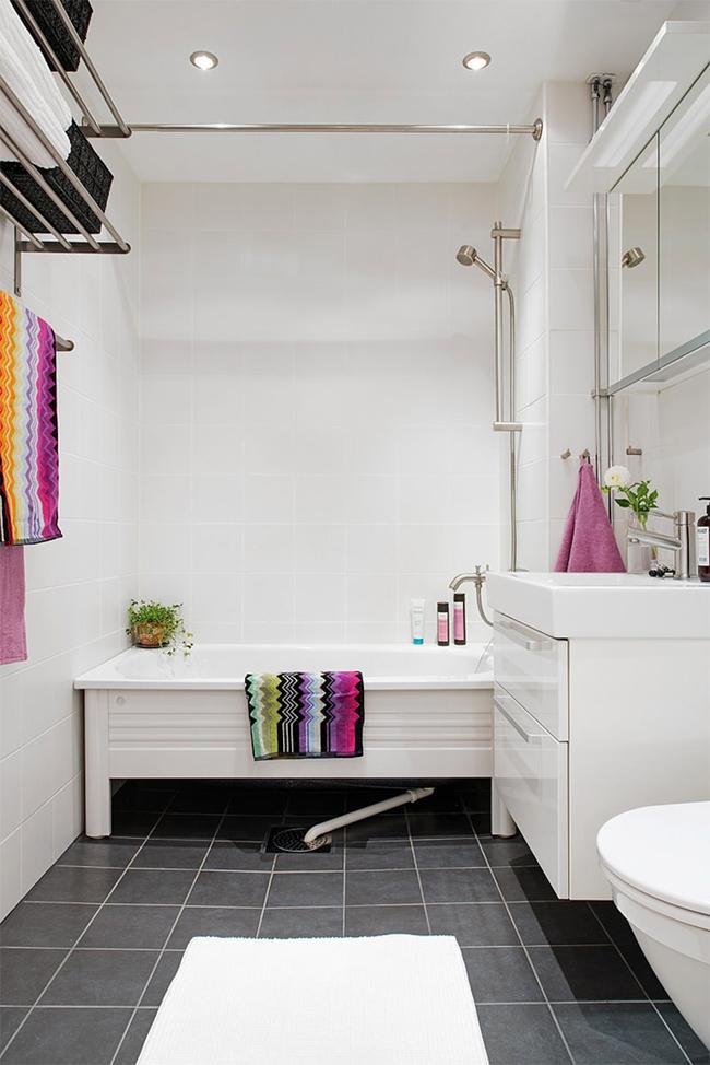 23-banheiro-com-acessorios-coloridos