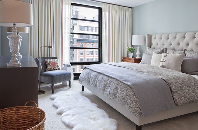 4-quarto-com-cama-aconchegante-roupa-de-cama-linda