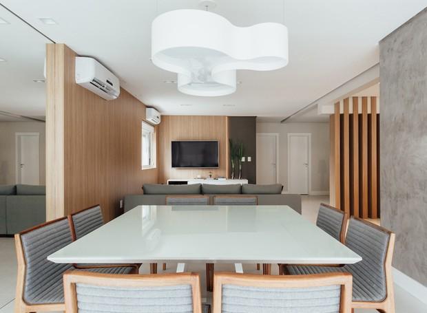 5 sala_de_jantar-mesa-cadeiras-pendente-lustre-cimento-queimado-marcenaria