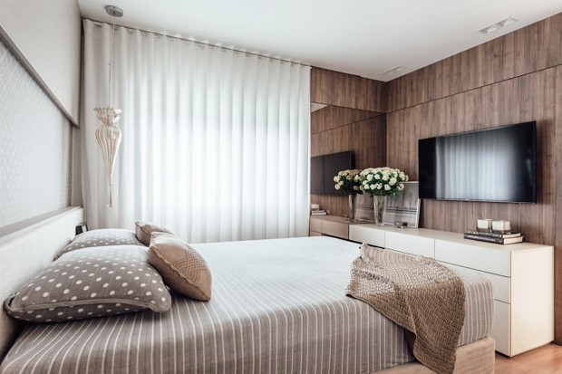 6 quarto-casal-marcenaria-cama-cortina-peseira-pendente-criado-mudo-rack