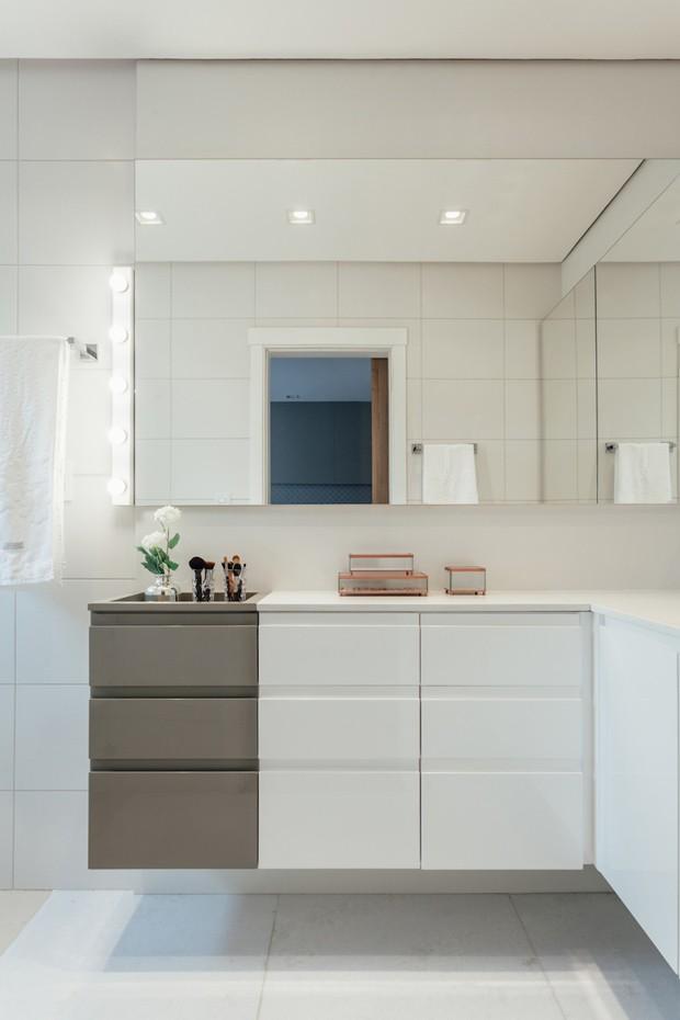 7 banheiro-suite-gabinetei-espelho-pia