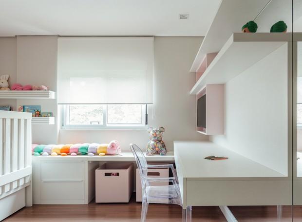 9 quarto-infantil-mesa-armario
