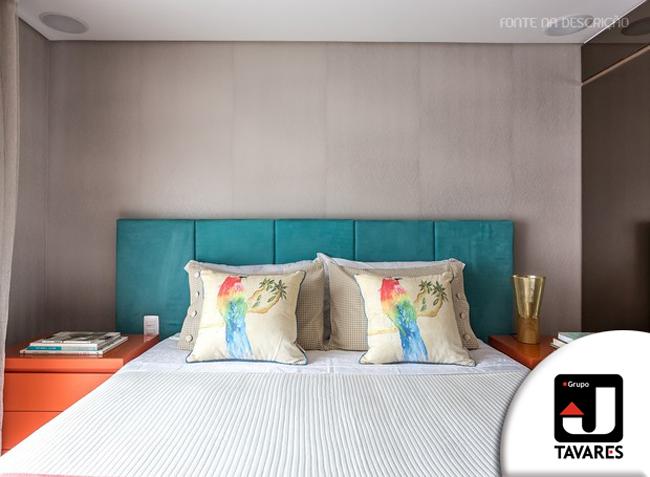 6-quarto-cabeceira-azul-criado-mudo-laranja-colorido
